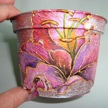 Декупаж цветочного горшка Королевская лилия