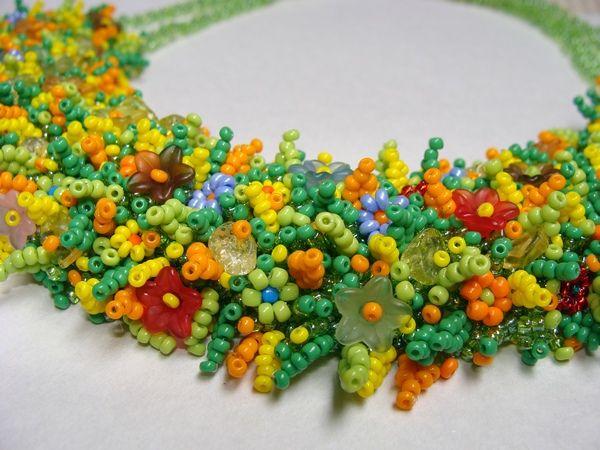 А вот и мои новые работы - украшения из бисера: бисерное ожерелье и жгут из бисера, вязаный крючком.