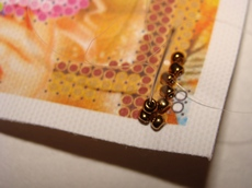 Пришиваем вторую бисеринку ряда стебельчатым швом