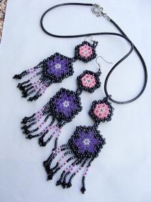 Украшения из бисера, выполненные в виде ячеистых шестигранников по схеме Елены Вирко на двух иглах