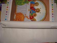 Вышивать картины бисером можно без пяльцев, а холст чтобы не помять можно свернуть в рулон до места вышивки и закрепить срепками